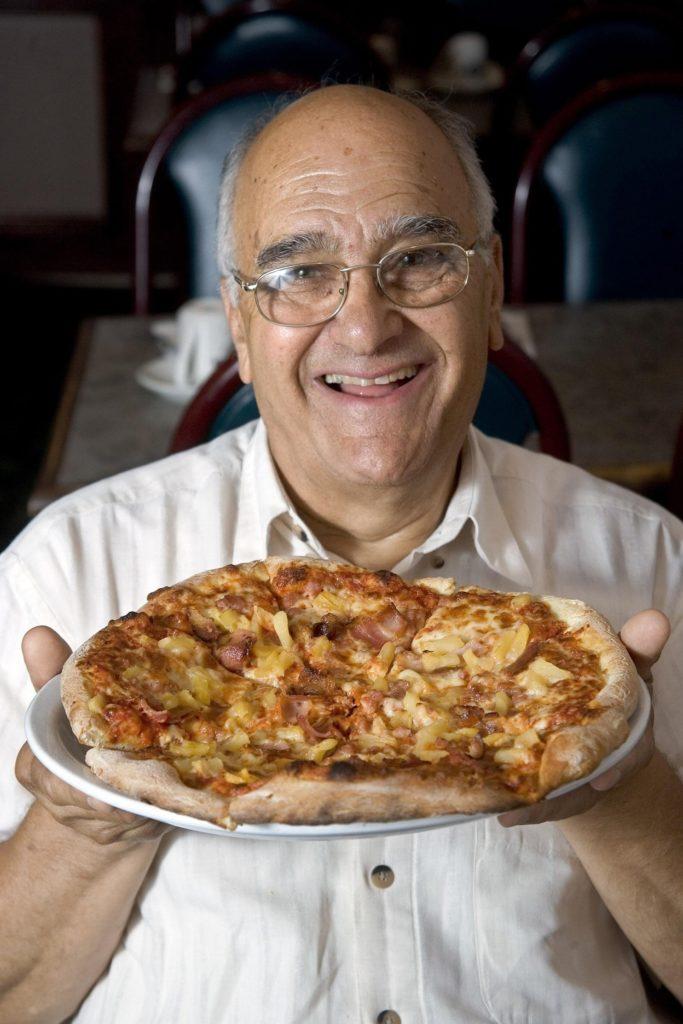 Sam panapoulos creador pizza hawaiana